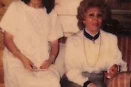 رغد صدام مع والدتها