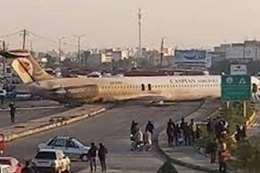 للمرة الثانية.. طائرة إيرانية تهبط خارج المطار