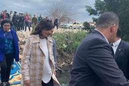 وزيرة الهجرة أثناء جولتها