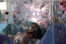 أثناء إجراء الجراحة