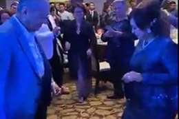 مهاتير محمد يرقص مع حفيدته