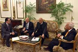 رئيس الوزراء ومجدي يعقوب