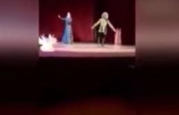 بالفيديو.. لحظة موت راقص على المسرح