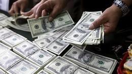 الدولار يهبط إلى 18 جنيها