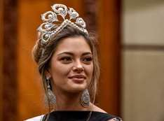 بالصور.. ملكة جمال الكون تشارك في  حفل تتويج miss إندونيسيا