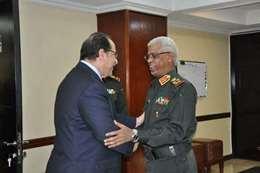 اللواء عباس كامل مع وزير الدفاع السوداني