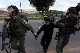 لحظة اعتقال الاطفال