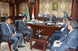 محافظ المنيا يلتقى معون وزير التصالات