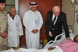 سفير مصر بالسعودية يتفقد مصابي «صاروخ الحوثيين»
