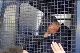 بكاء شرطي جزائري