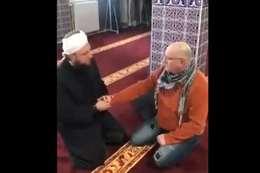 بركات كورونا.. فرنسي يشهر إسلامه ويختار اسم بلال