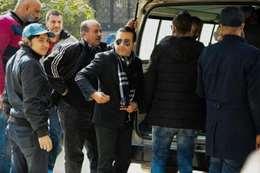 أحمد عزمي في جنازة والده