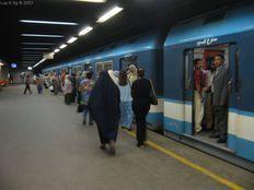 «المترو» يبدأ مناورات إجلاء الركاب