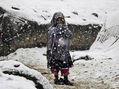 وفاة طفلة سورية لاجئة بلبنان تجمدت من البرد