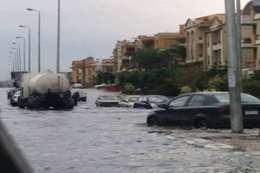 آثار الأمطار على شوارع القاهرة الجديدة