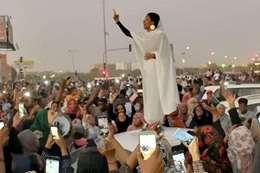 الفتاة أيقونة الثورة السودانية