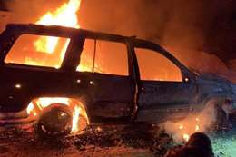 انفجار سيارة العناصر الإجرامية أثناء إطلاق النار
