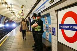 حريق قطار في العاصمة البريطانية والشرطة تخلي محطتين