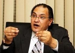 وصول حافظ أبو سعدة لمحكمة عابدين للتضامن مع «قلاش»