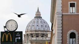 """مطعم """"ماكدونالدز"""" قرب الفاتيكان يثير الجدل"""