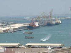 سوء الاحوال الجوية يغلق ميناء الغردقة البحري