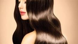 3 مشروبات طبيعية تطيل الشعر