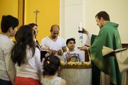آلاف اللاجئين المسلمين يتحولون إلى المسيحية فى ألمانيا