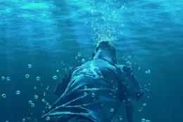 معاق يلقي بنفسه في بحيرة التمساح