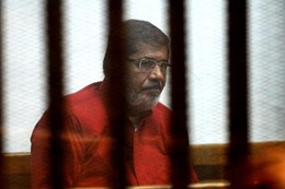 """أسرة """"مرسي"""" تتمنى رؤيته"""