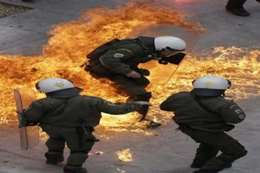 إصابة رئيس وزراء اليونان الأسبق في انفجار بأثينا