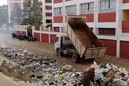 القمامة تحاصر المدارس