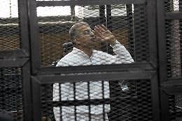 عصام سلطان داخل قفص المحكمة