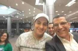 الضابط محمد الحايس مع والده بعد عودته