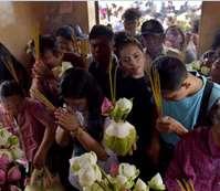 بالصور..أبرز المشاهد في  مهرجان فيساك فى سريلانكا وكمبوديا احتفالا بذكرى ميلاد بوذا