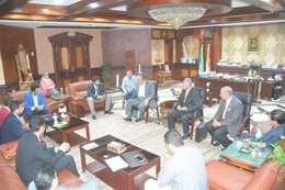 محافظ المنيا يلتقى وفد مجلس الوزراء