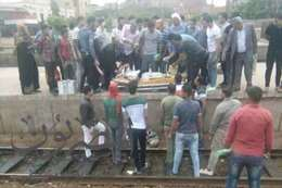 """إصابة عامل  سقط أسفل قطار """"القاهرة - الإسكندرية"""" بطنطا"""