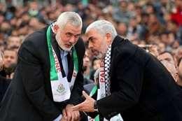 رئيس حركة حماس يحيى السنوار ورئيس المكتب السياسي إسماعيل هنية