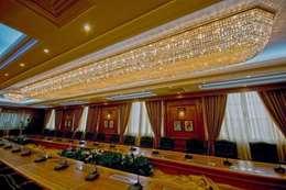النجفة المطلية بالذهب في قاعات اجتماعات وزير التعليم العالي