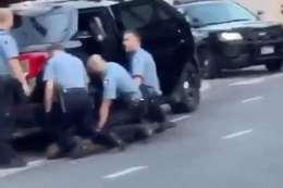 صورة  لمقتل «جورج فلويد» على يد شرطين أمريكيين