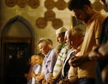 الأوقاف : تحديد 8 مساجد لإقامة صلاة التراويح
