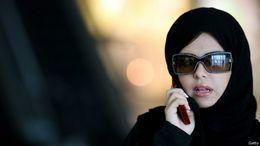بالفيديو.. فتاة سعودية تضرب متحرشاً