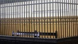 """غياب مرسي يؤجل محاكمته في """"اقتحام السجون"""" إلى السبت"""