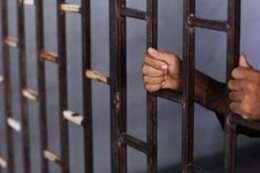 حبس ضابط وأمين شرطة وخفير