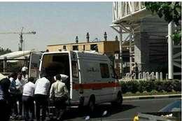 سيارات الاسعاف امام البرلمان الايرانى