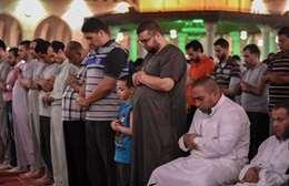 بالصور.. صلاة التراويح في مسجد عمرو بن العاص