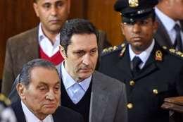 علاء ووالده حسني مبارك