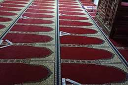علامات التباعد الاجتماعي في المساجد