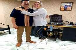 خطيبة حسن شاكوش مع والدها