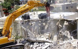 جرافات إسرائيلية تهدم 7 منازل فلسطينية من الصفيح بالأغوار الشمالية