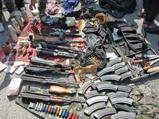 ضبط 18 قطعة سلاح و106 طلقات نارية بحوزة 17 شخصًا بينهم ربة منزل بالمنيا